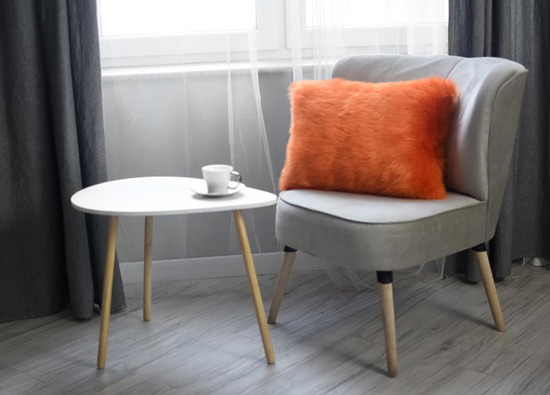 Futrzana poduszka dekoracyjna CZUPER pomarańczowy 40x50 cm
