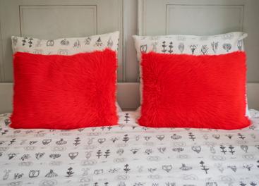 Poduszka dekoracyjna z futra FIRE JAZZ
